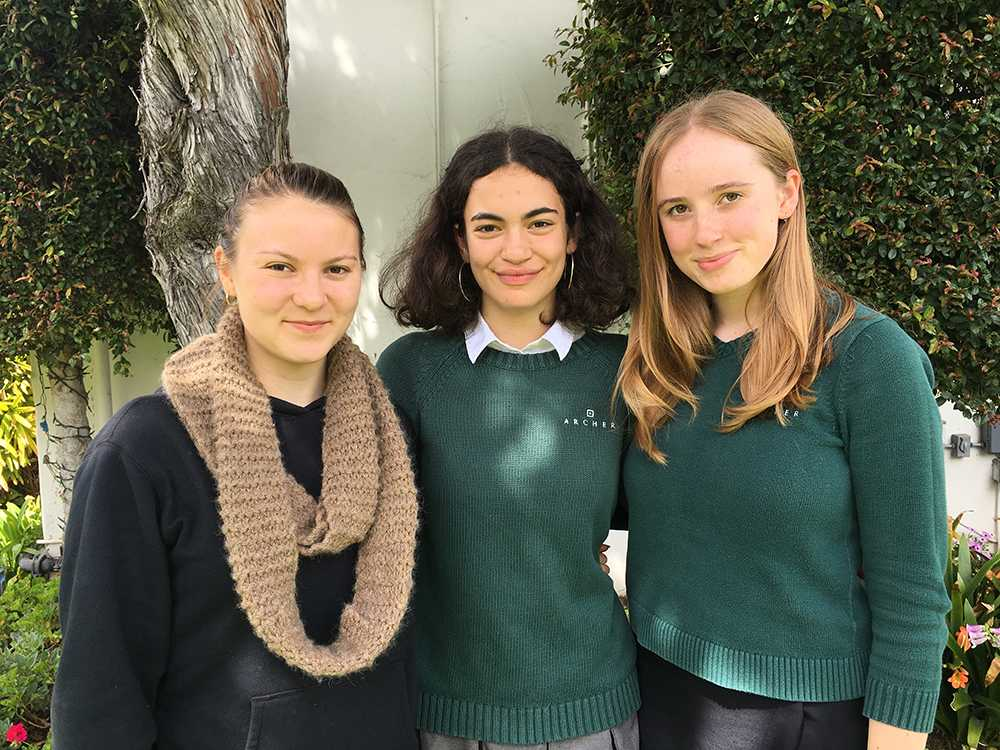 Seniors Hollis Dohr, Gabby Weltman and Anika Ramlo pose for a photo. The three Archer girls applied for BFA theater programs.