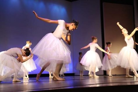 """Review: Dance Troupe's """"A Moment in Time"""""""