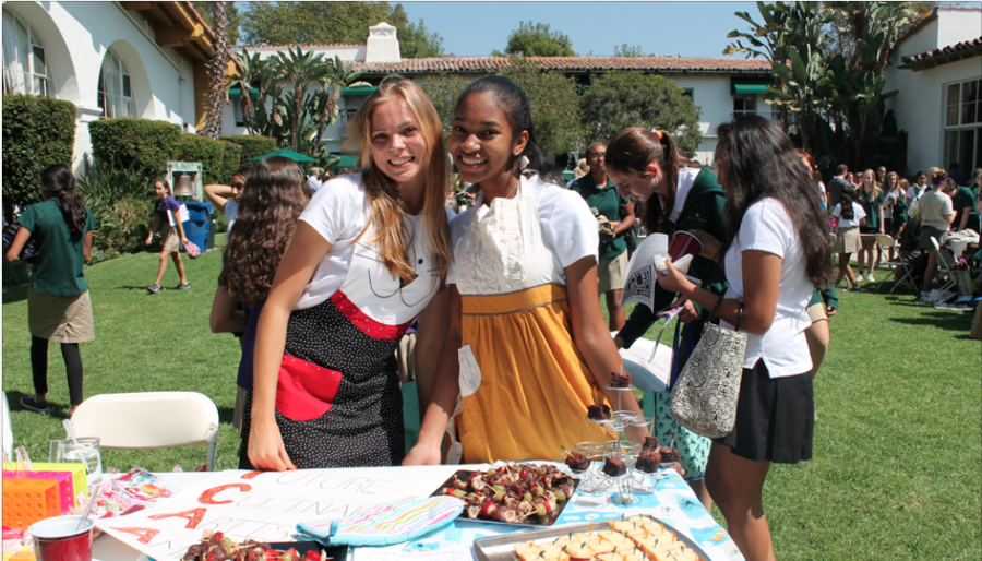 Girls at the club fair. Photo by Gaby Sumpter '16