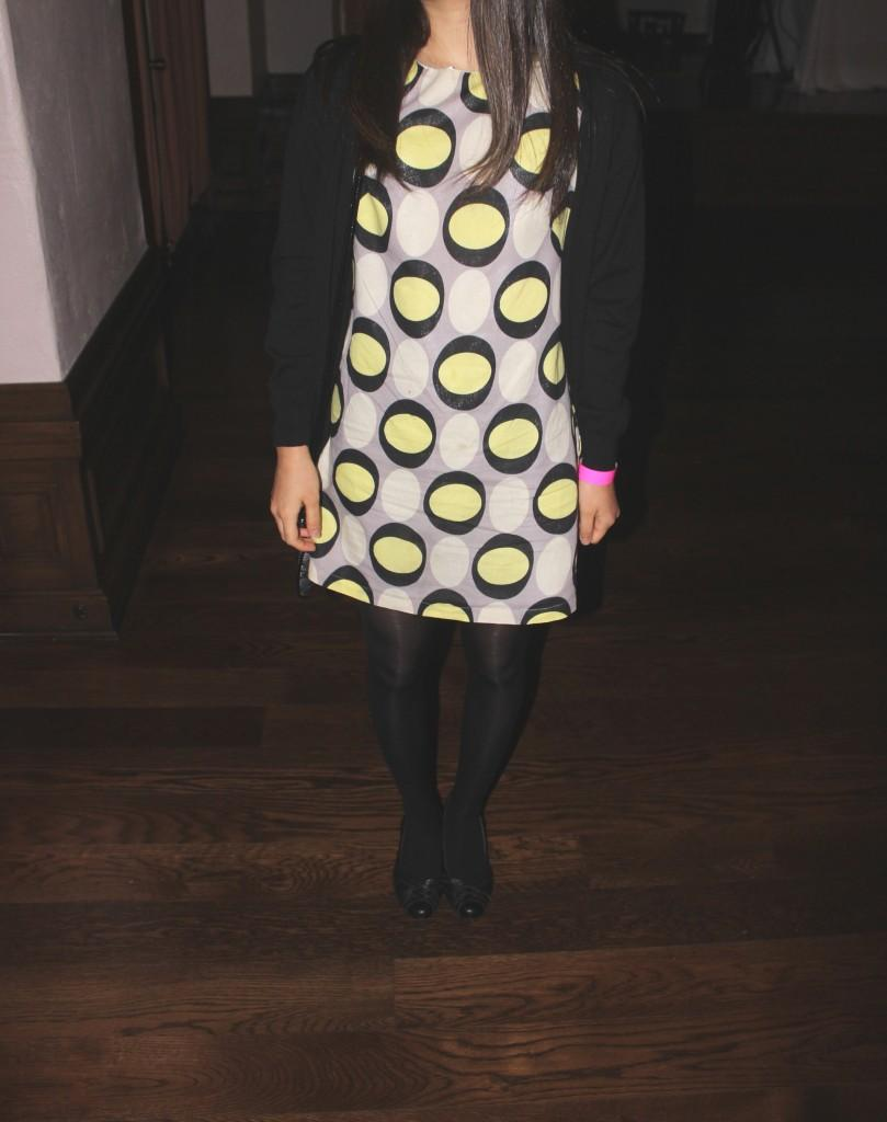 A+dotted+dress+paired+with+a+simple+black+cardigan+to+repel+the+cold+night.+
