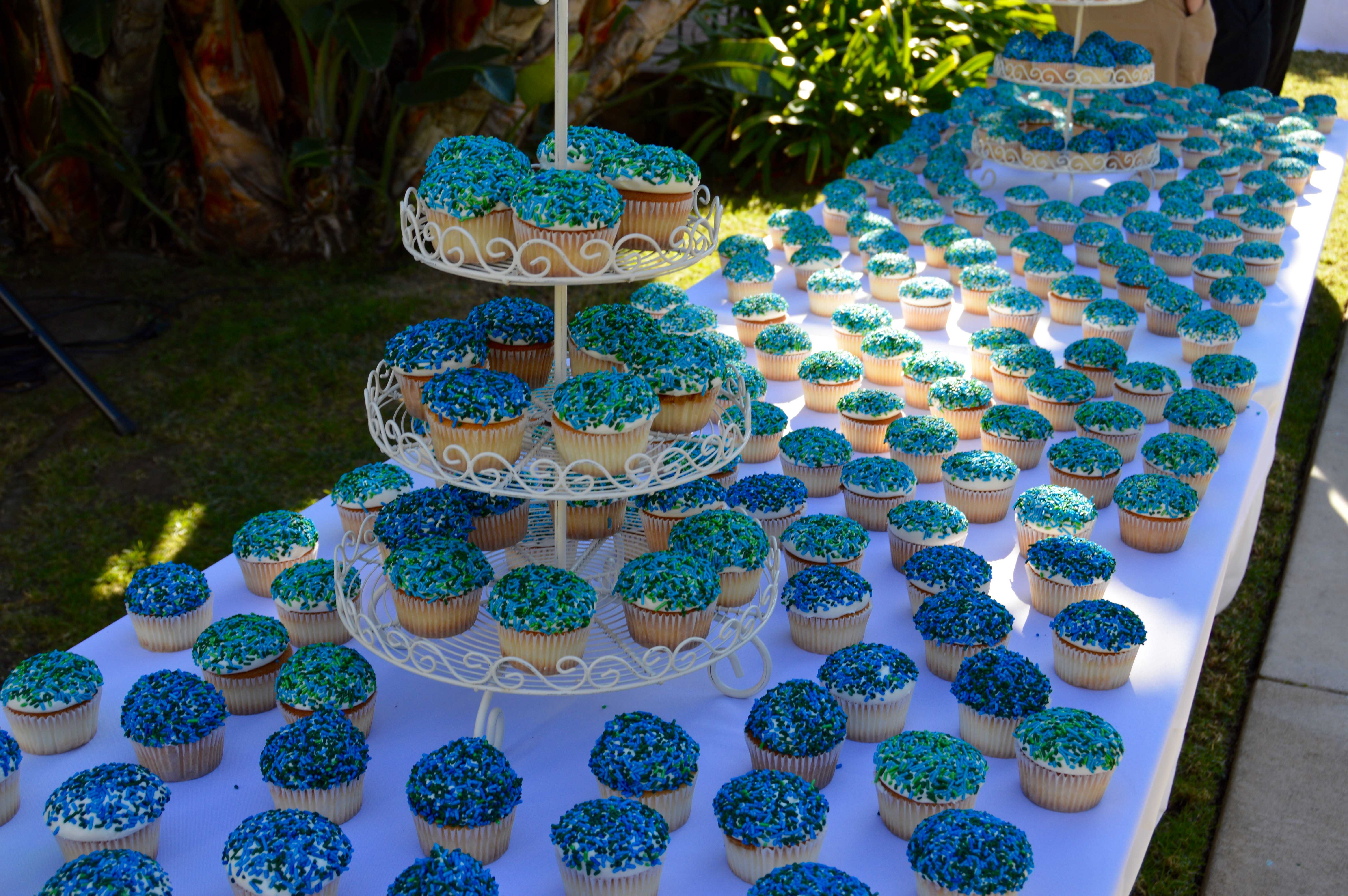 Administration+served+cupcakes+for+the+whole+Archer+community+in+celebration+of+the+school%27s+20th+year.+Photographer%3A+Nelly+Rouzroch+%2718
