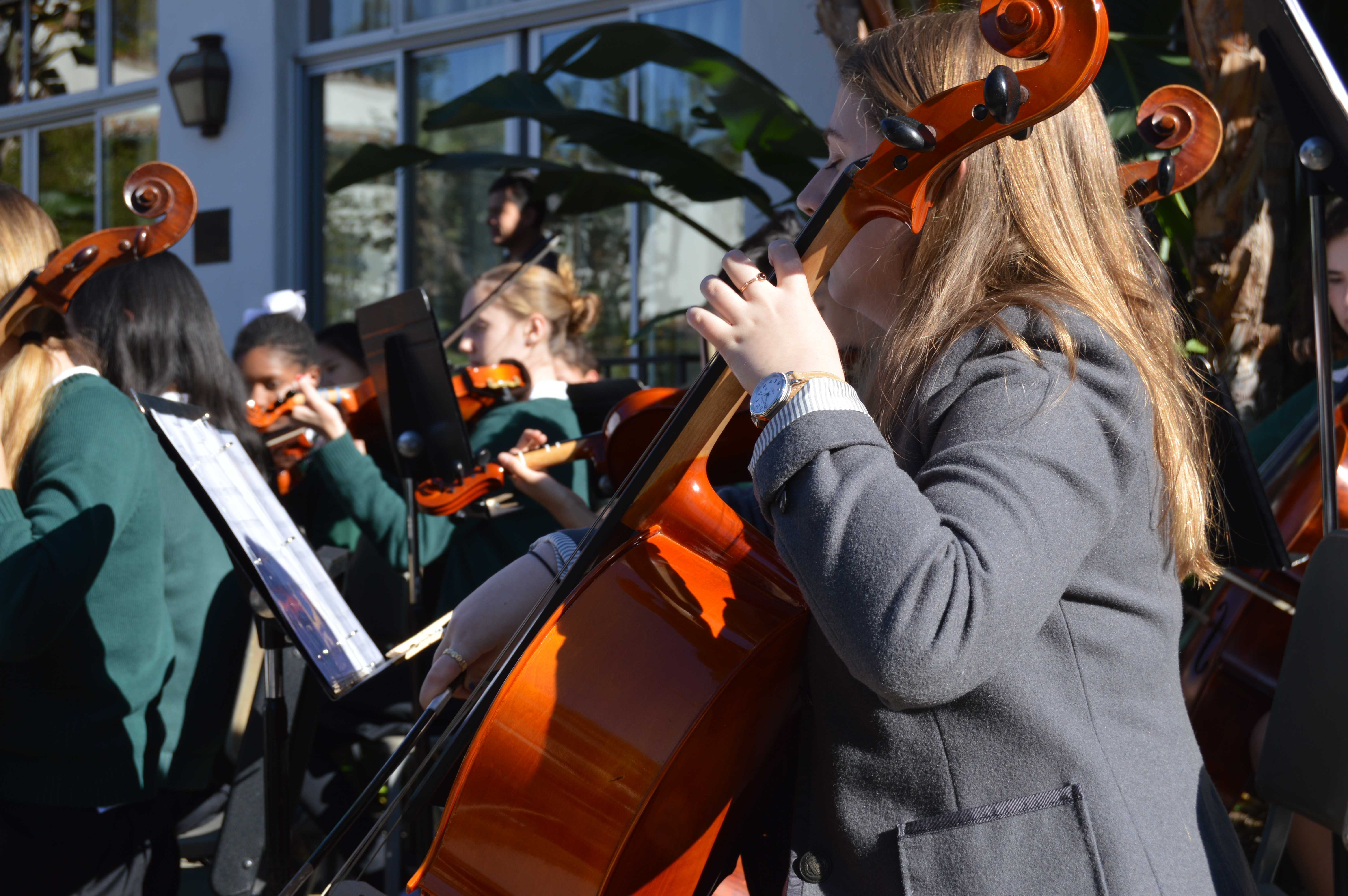 Upper+School+Orchestra+members+perform+a+classical+song+during+the+ceremony.+Photographer%3A+Nelly+Rouzroch+%2718