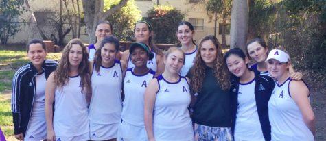 Juniors Mari Goldberg, Sara Rabinowitz win league tennis championships, break school record