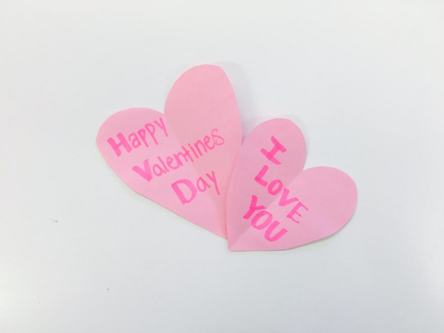 An+example+of+a+simple+handmade+craft+for+Valentine%27s+Day.