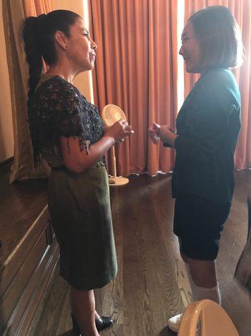 Maria Suarez talking to Audrey Koh '17.