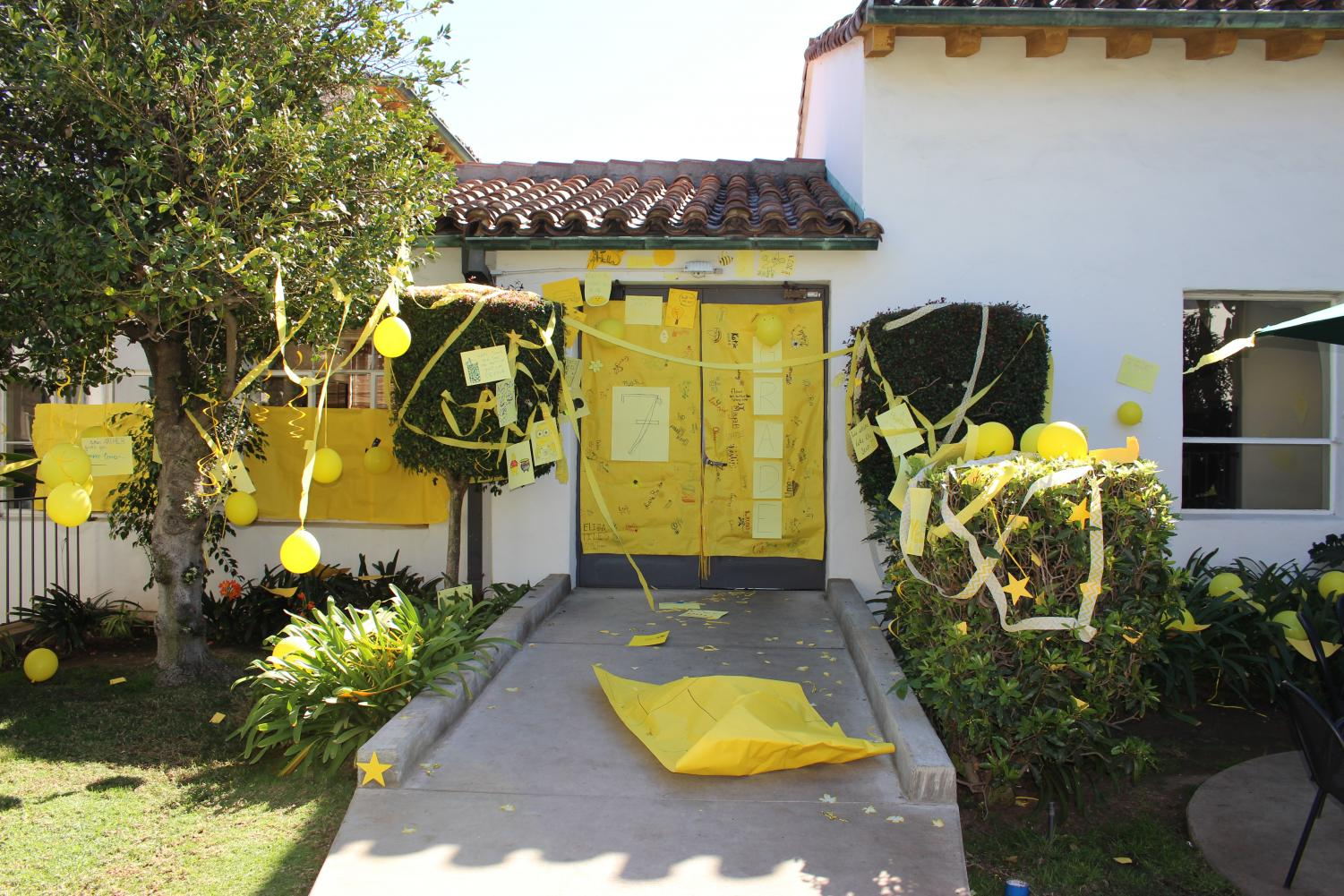 The+seventh+grade+class+had+the+color+yellow.+Their+door+consisted+of+yellow+balloons%2C+streamers+and+posters.