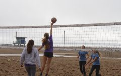 Q&A with 2018 varsity beach volleyball co-captains: Stella Smyth, Gillian Varnum
