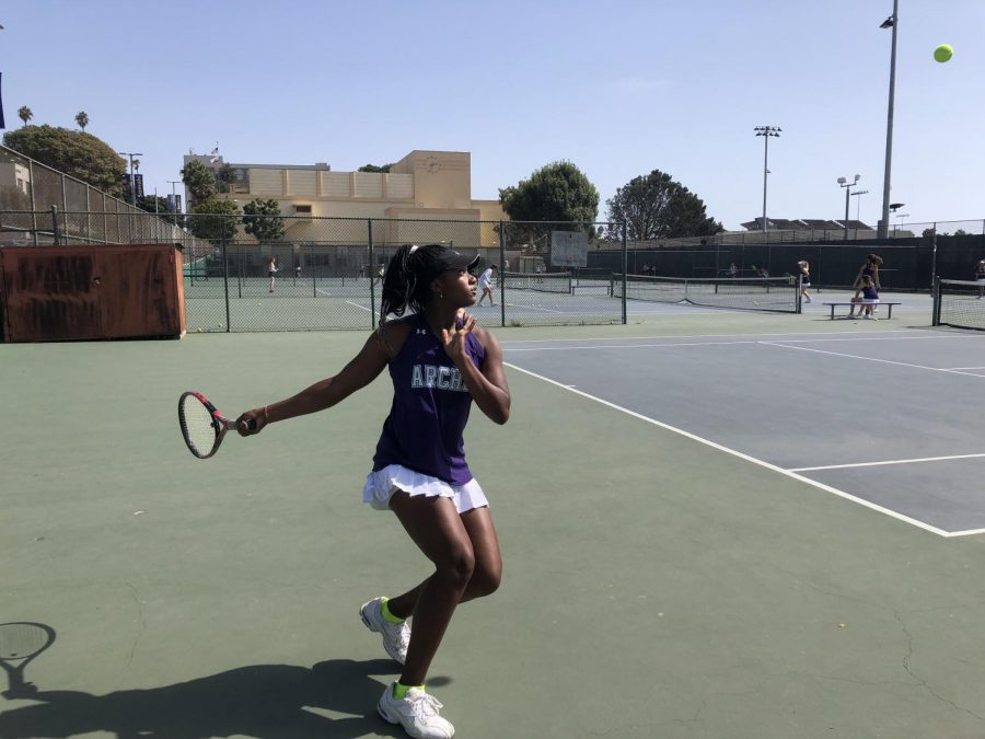 Senior+captain+Miayunique+South+on+the+courts+at+Santa+Monica+High+School.+This+match+was+played+on+Thursday%2C+Sept.+20.