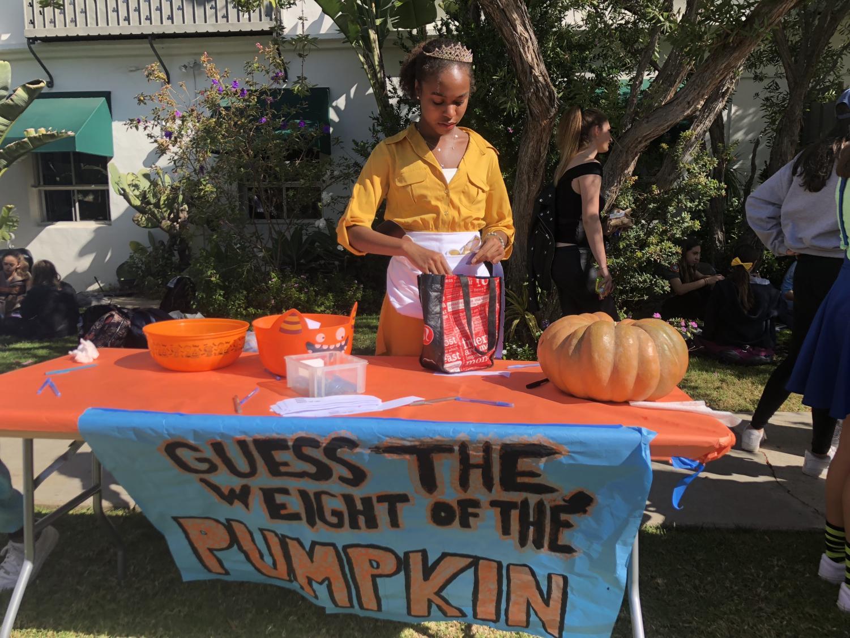 Creeping+it+real%3A+Community+celebrates+Halloween%2C+embraces+atmosphere+of+%27joy%27