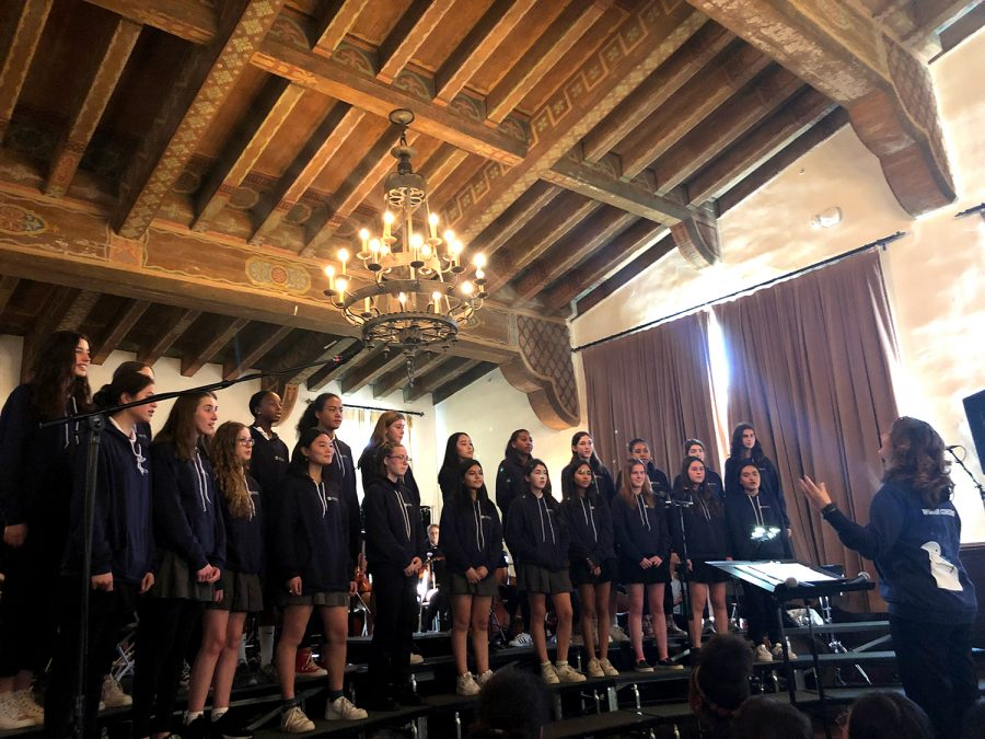 Upper+school+choir+sings+%22Linden+Lea+Lee%22+by+composer+Ralph+Vaughan+Williams.+Orchestra%2C+choir+and+a+capella+have+been+working+on+the+concert+this+whole+semester.