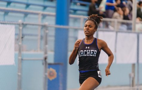 Track and field athlete Nia Mosby first to qualify for CIF state championships