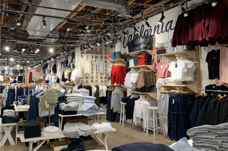 Brandy+Melville%27s+one-size-fits-all+policy+provoked+controversy+as+the+brand+has+attained+greater+prominence.+The+Santa+Monica+location+is+pictured+above.