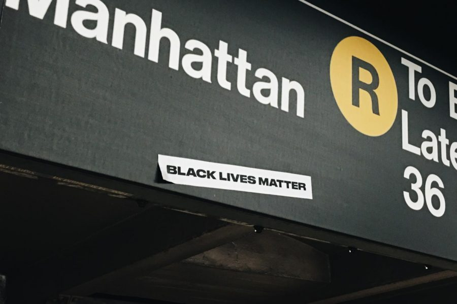 In+Manhattan%2C+New+York+City%2C+lies+a+Black+Lives+Matter+sticker+in+the+subway+for+people+to+see.%0AAll+photos+on+Unsplash.com+are+relicensed+for+reuse.+