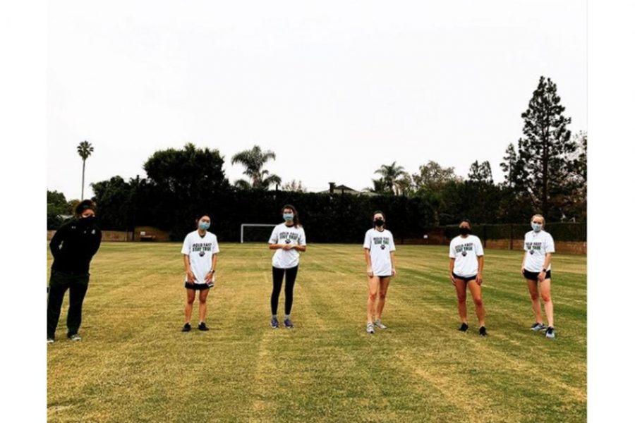 Cross County athletes Katherine Lee ('21), Keera Levell ('23), Nicole Farmer ('21), Alessandra Aragon('22) and Lauren Robson ('22) stand on the field next to Coach Leufroy during a practice on Nov. 19. As the fall sports season came to a close, senior athletes reflected on their last season. From cross country to volleyball athletes has to adapt to a Covid-19-plagued fall.