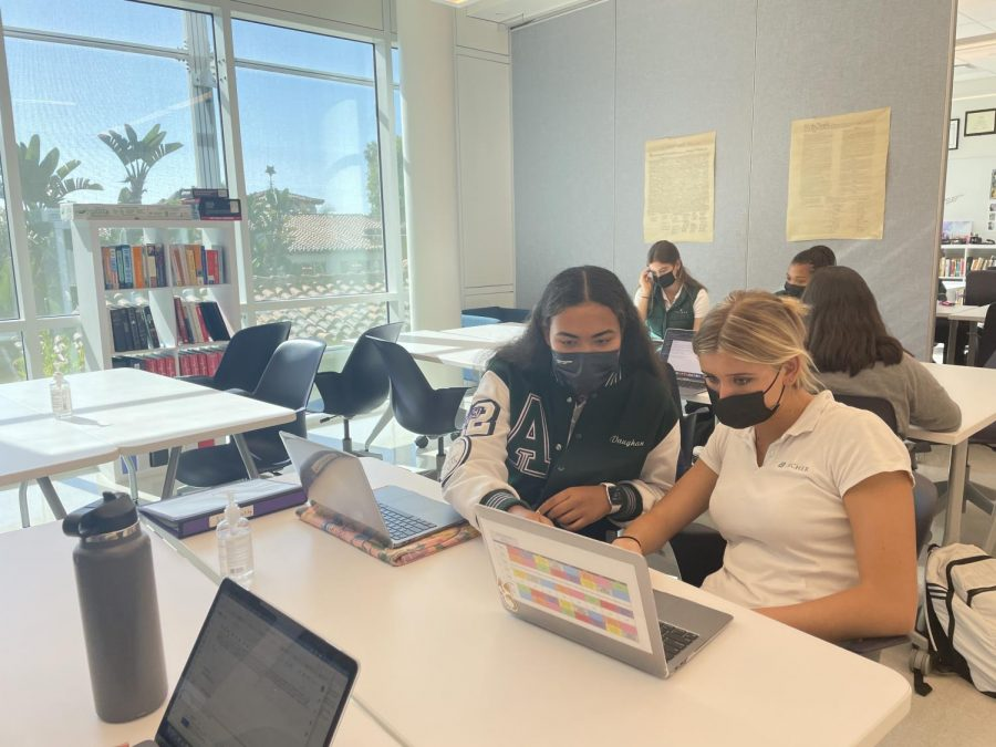 Editor-in-Chief Vaughan Anoa'i and Features Editor Thea Leimone work on editing a story together in the Publication Lab. Anoai is serving as the Editor-in-Chief for the 2021-2022 academic year.