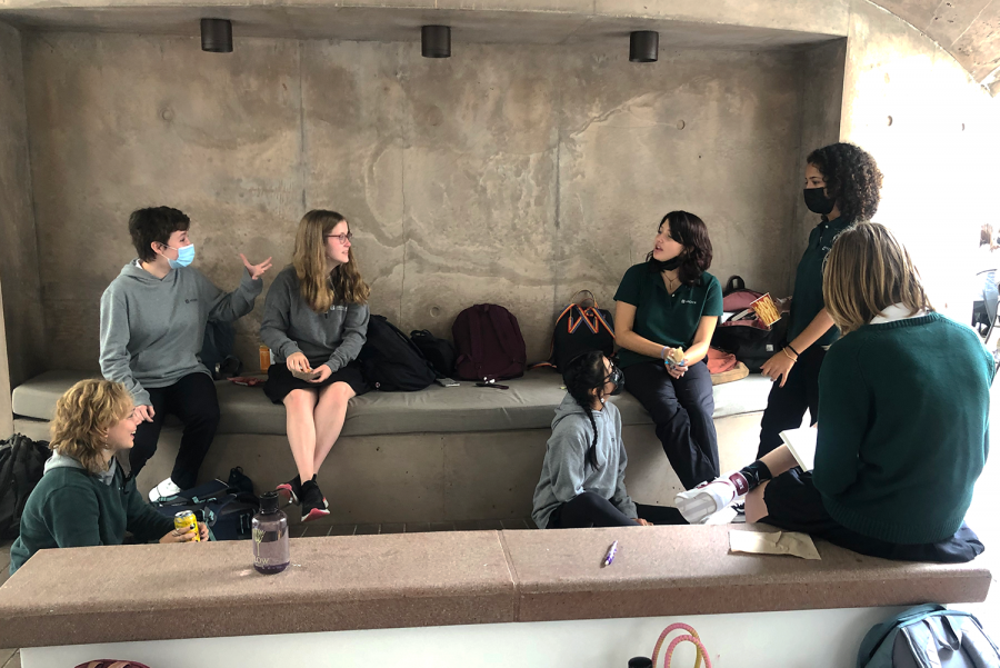 A group of sophomore students converse at lunch during the first week of school. As new cell phone practices were introduced to the upper school during a virtual meeting, students look to engage with one another during free time while minimizing technology use.